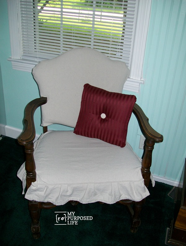 I've never really loved to sew, but I can do enough to get by. If I can make this easy slipcover for an ugly chair, so can you! Drop Cloth material was used. Inexpensive and durable. You can't beat it. Ten years has passed since I originally did this project, and it still makes me smile when I see it in my bedroom. #MyRepurposedLife #repurposed #furniture #chair #thriftstore #dropcloth #slipcover via @repurposedlife