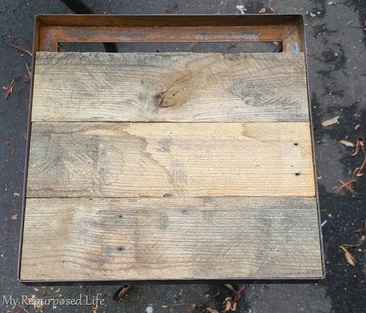 pallet boards in metal side table