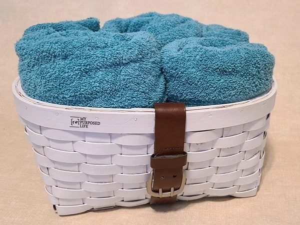 thrift store basket leather belt towel holder MyRepurposedLife