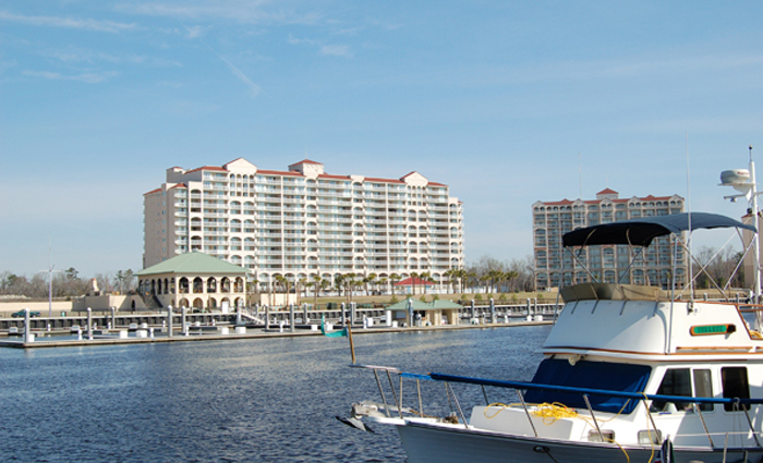 https://i2.wp.com/www.myrtlebeachhotels.com/media/images/barefoot-yacht-club-1-700x425.jpg