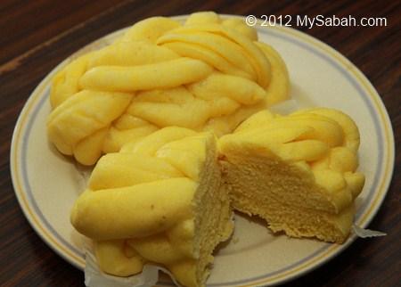 pumpkin steam bun (金瓜包)