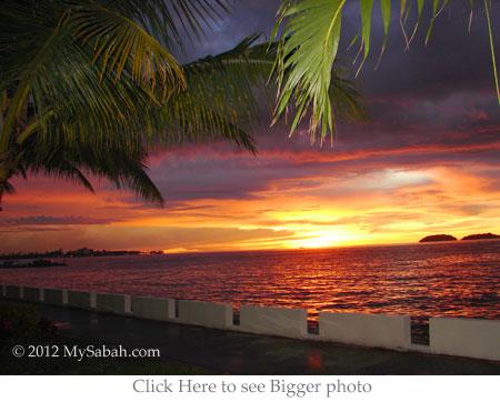 golden sunset at Sutera Harbor