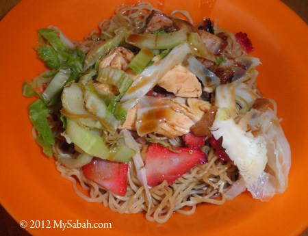 rice noodle with chicken and roasted pork slices