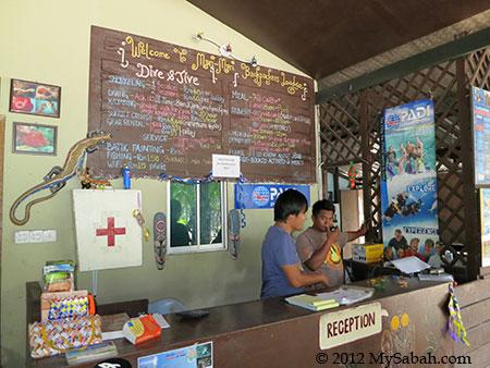 reception counter of Mari-Mari Backpackers Lodge