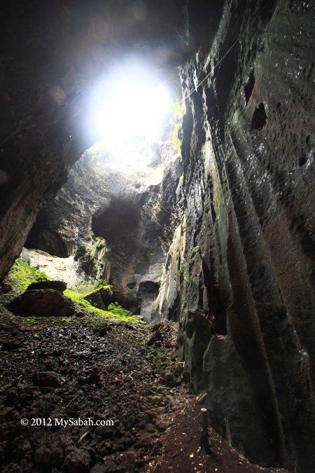 Simud Hitam (Black Cave)
