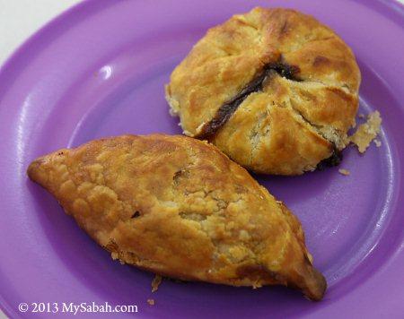 curry puff and chicken bun (咖哩角 & 鸡包)