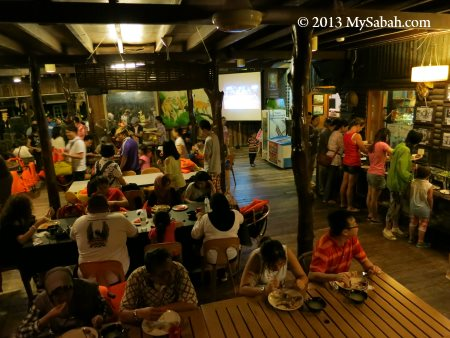 dinner buffet at Weston Jaafar River Lodge