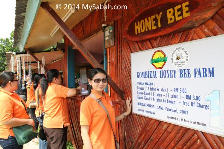 reception counter of Kampung Gombizau
