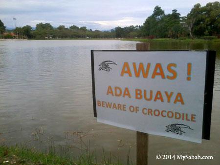 Signboard: Beware of Crocodile