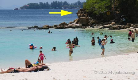 crowded beach of Sapi Island