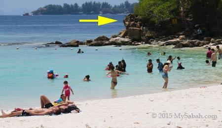 crowded beach of Sapi Island