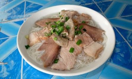 Mee Sup Pinpin noodle soup