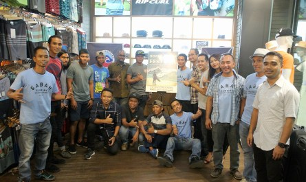 group photo during the launching of Borneo Surf Festival 2017