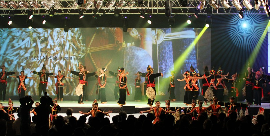 Sumazau dance on the stage during a cultural show