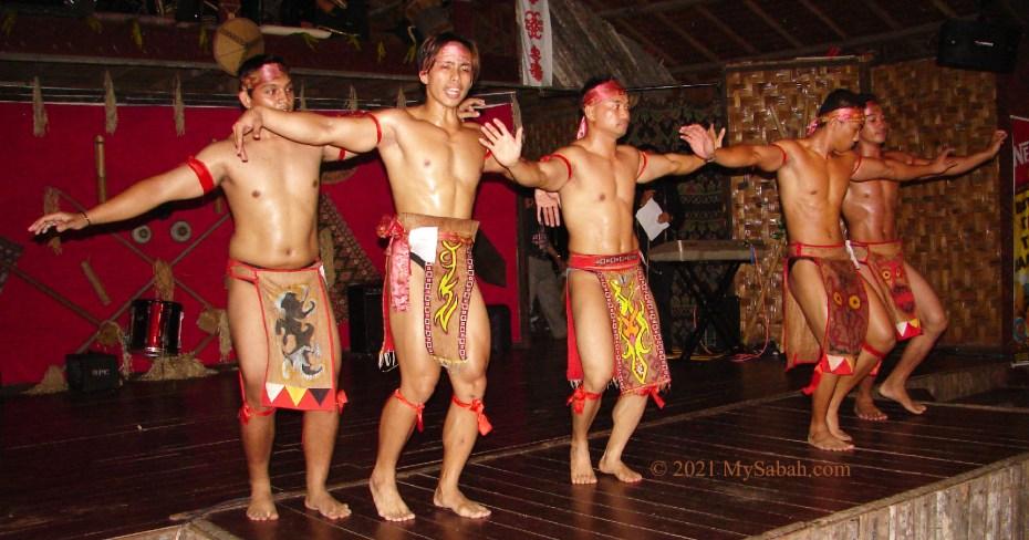 Muscle men do Sumazau dance