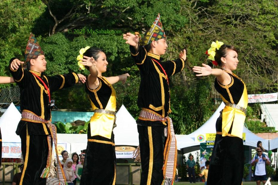 Sumazau by Kadazan Penampang