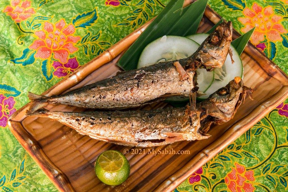 Ikan Basung Goreng (fried scad fish)