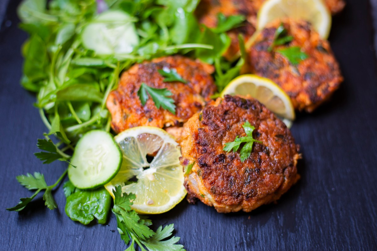 salmon cakes served with greens