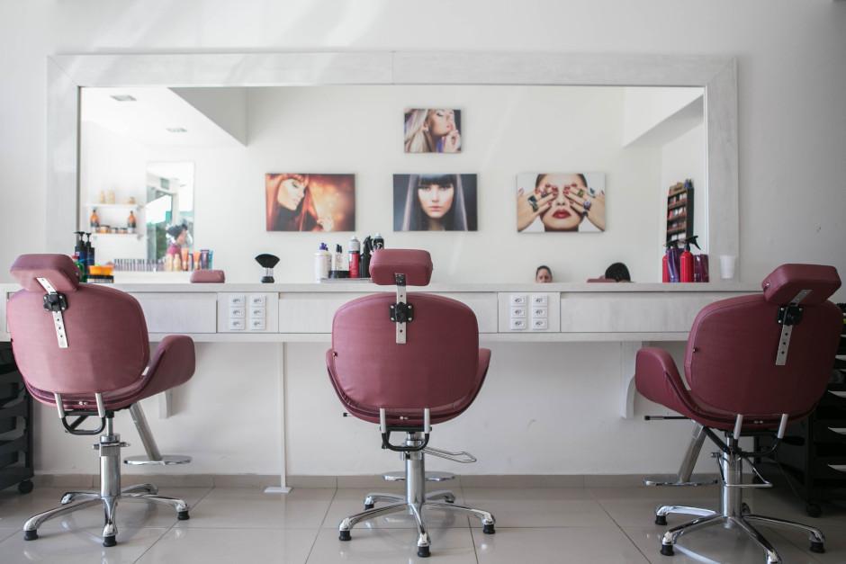 son salon de coiffure style baroque