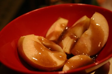 drizzle pumpkin pie caramel sauce over apple slices