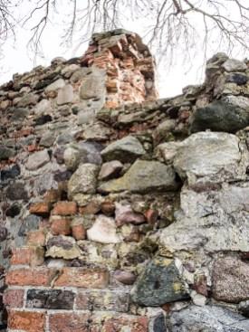 uszkodzony mur