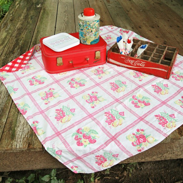 Diy Upcycled Vintage Tablecloth Picnic Blanket My So