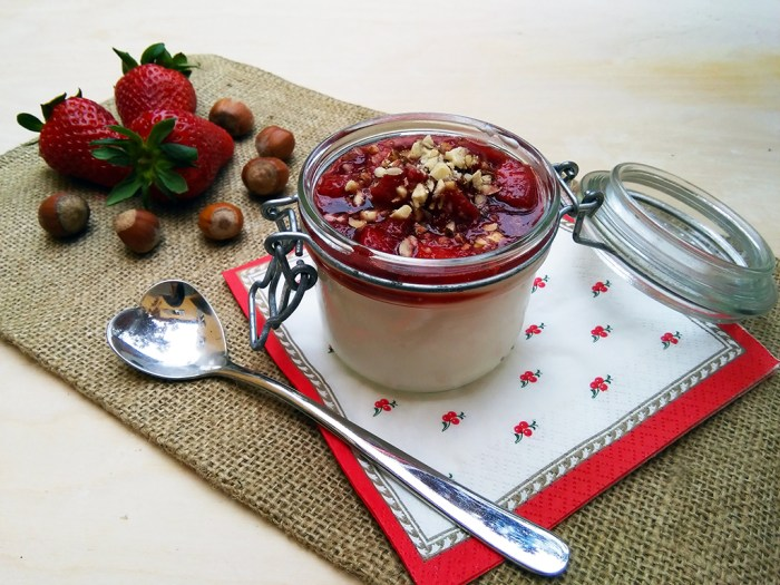YOGURT CON FRAGOLE BALSAMICO