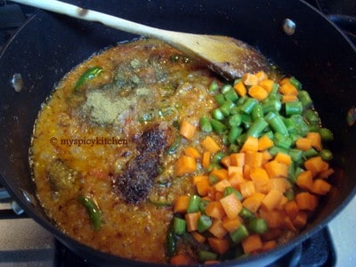 Cooking vegetables for ground chicken pulao