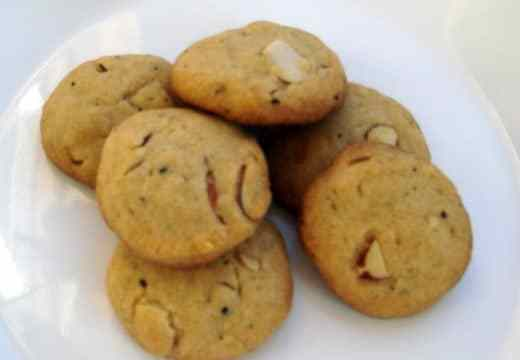 Whole wheat eggless almond cookies