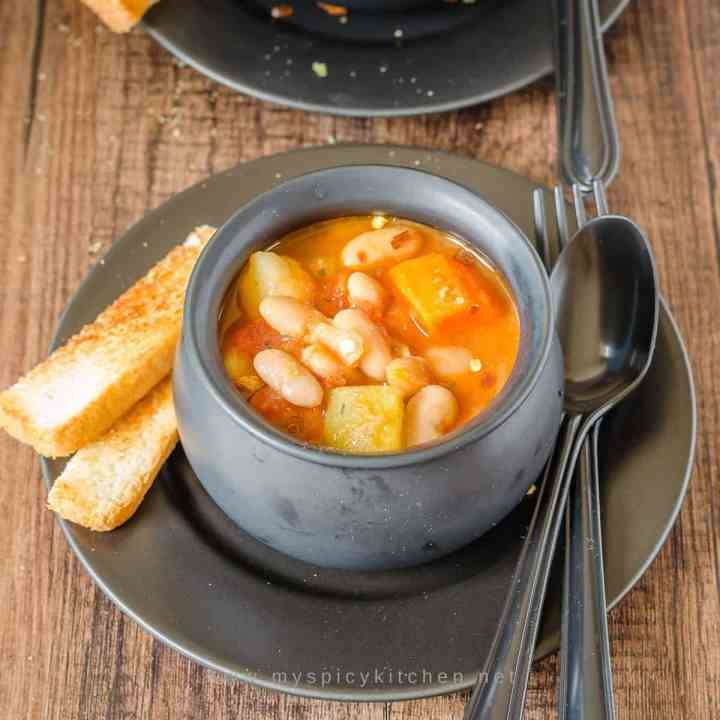 Bowl of Instant Pot veg cannelini bean soup