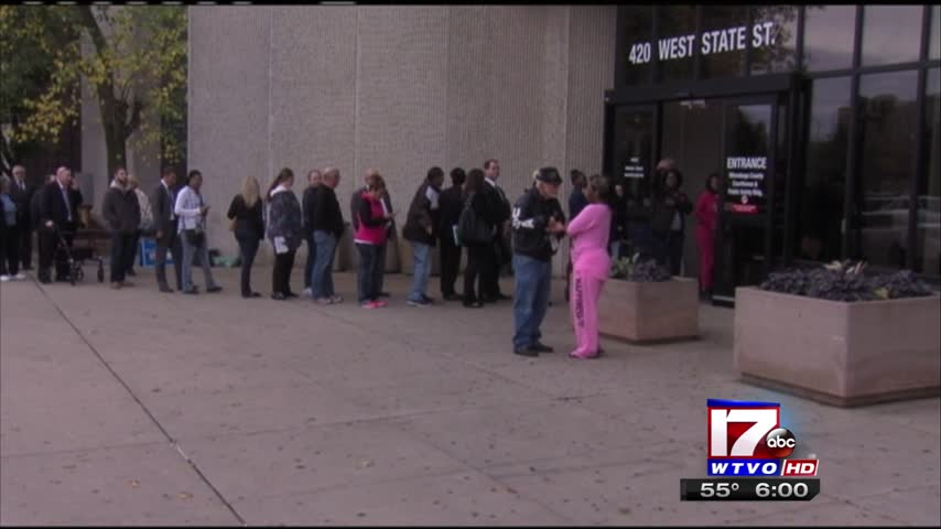 Long line at county courthouse_84634686