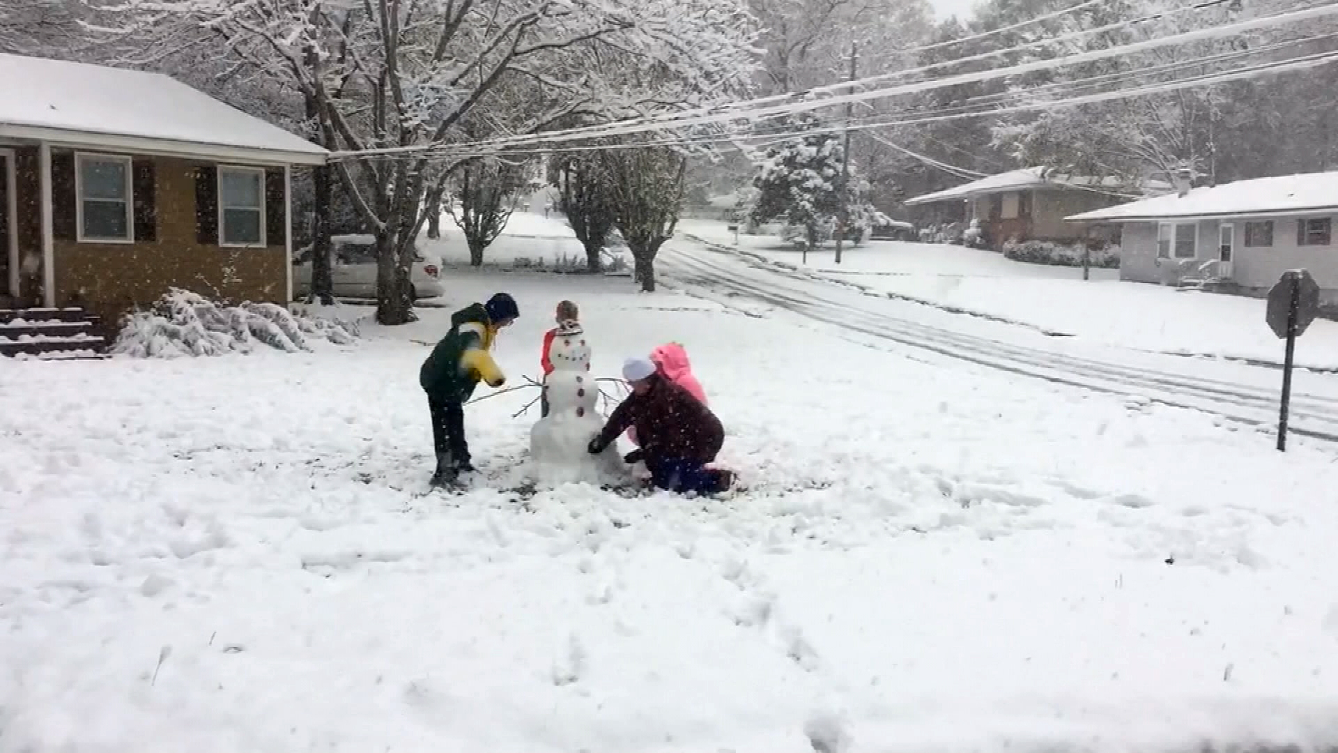Snow in the south Jackson Mississippi snowman WLBT-159532.jpg09319404
