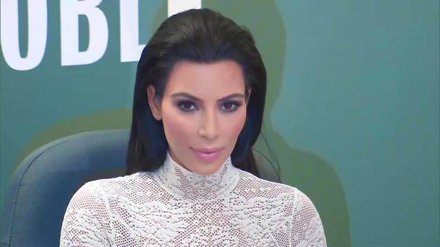 Kim_Kardashian_working_on_another_prison_0_54322738_ver1.0_640_360_1554926212539.jpg