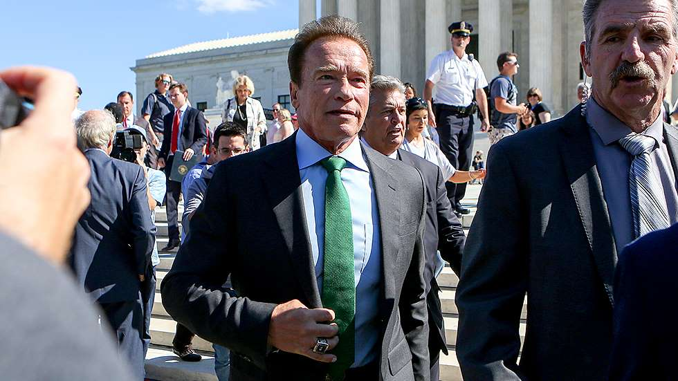 Schwarzenegger planning to sue oil companies for 'knowingly killing people all over the world'