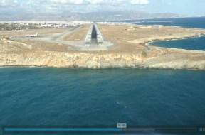 Προσγείωση στο αεροδρόμιο Ηρακλείου με θέα από το πιλοτήριο