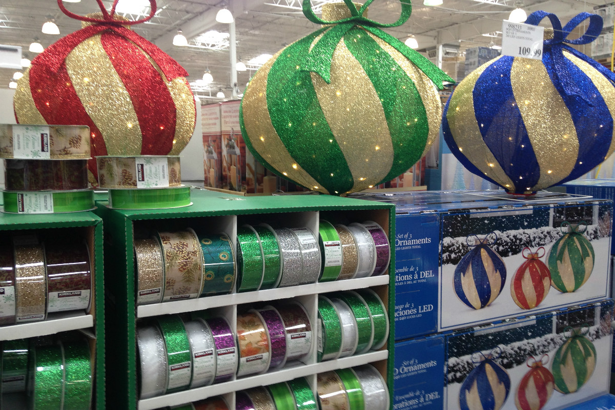 xmas ornament 1200 800