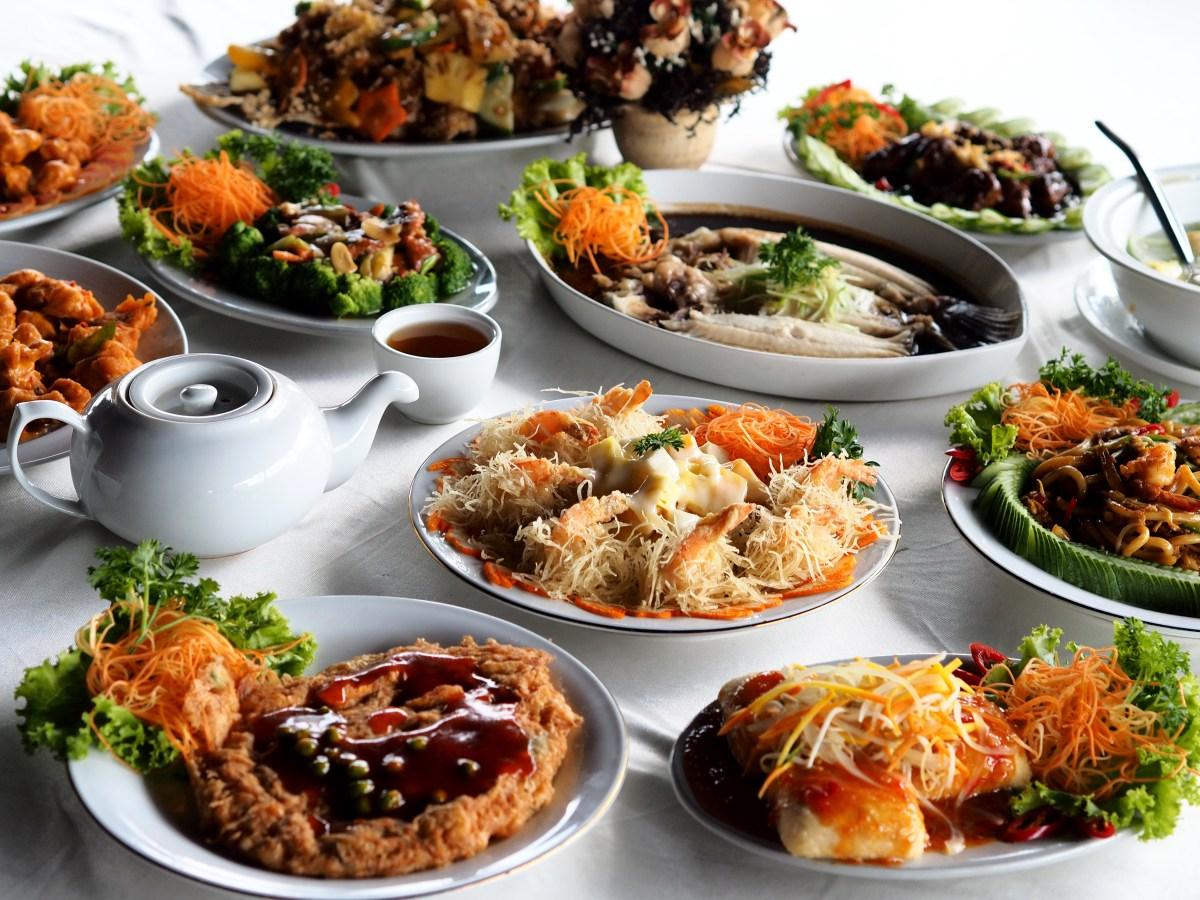 Bingung juga nih kalo harus memilih menu mana yang jadi favorit kita tapi kalo kesini jangan lewatin buat pesen tahu saus thailand gurame bumbu rujak