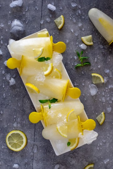 Beat the heat with these ice-cold 3 ingredients lemon popsicles!
