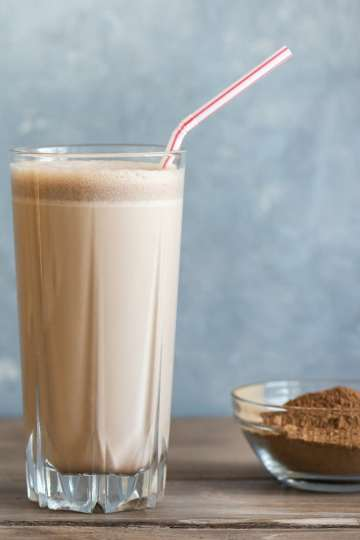 Confused about protein on keto? We explain why extra protein on keto can be helpful, and how to use protein powder in yummy keto desserts. #keto
