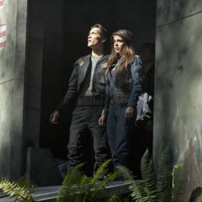 """The 100 -- """"Pilot"""" -- Image: HU101c_16747 -- Pictured (L-R): Bob Morley as Bellamy and Marie Avgeropoulos as Octavia -- Photo: Cate Cameron/The CW -- © 2013 The CW Network. All Rights Reserved."""