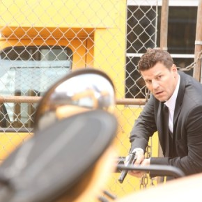 "BONES: During his investigation into the murder of an accountant for the state department, Booth (David Boreanaz) chases a suspect who was caught clearing away evidence at the victim's condo in the ""The Secrets in the Proposal"" season premiere episode of BONES airing Monday, Sept. 16 (8:00-9:00 PM ET/PT) on FOX. ©2013 Fox Broadcasting Co.  Cr: Patrick McElhenney/FOX"