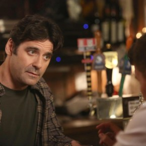 """BONES: Mather Zickel guest-stars in the """"The Secrets in the Proposal"""" season premiere episode of BONES airing Monday, Sept. 16 (8:00-9:00 PM ET/PT) on FOX. ©2013 Fox Broadcasting Co.  Cr: Patrick McElhenney/FOX"""