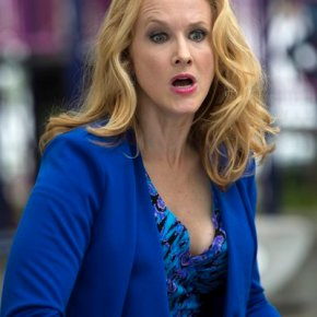 "THE MICHAEL J. FOX SHOW -- ""Neighbor"" Episode 102 -- Pictured: Katie Finneran as Leigh Henry -- (Photo by: Eric Liebowitz/NBC)"