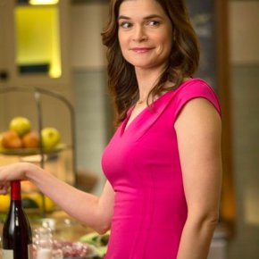 "THE MICHAEL J. FOX SHOW -- ""Neighbor"" Episode 102 -- Pictured: Betsy Brandt as Annie Henry -- (Photo by: Eric Liebowitz/NBC)"