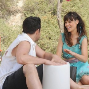 "NEW GIRL:  Jess (Zooey Deschanel, R) and Nick (Jake Johnson, L) decide to go ""all in"" with their relationship, which leads them to run away to a Mexican beach town in the ""All In"" season premiere episode of NEW GIRL airing Tuesday, Sept. 17 (9:00-9:30 PM ET/PT) on FOX. ©2013 Fox Broadcasting Co. Cr: Ray"