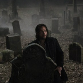 SLEEPY HOLLOW: From co-creators/executive producers Alex Kurtzman and Roberto Orci  comes the adventure thriller SLEEPY HOLLOW. In this modern-day retelling of Washington Irving's classic, ICHABOD CRANE (Tom Mison, pictured) is resurrected and pulled two and a half centuries through time to find that the world is on the brink of destruction and that he is humanity's last hope, forcing him to team up with a contemporary police officer (Nicole Beharie) to unravel a mystery that dates back to the founding fathers. The adventure thriller SLEEPY HOLLOW premieres Monday, Sept. 16 (9:00-10:00 PM ET/PT) on FOX. ©2013 Fox Broadcasting Co. CR: Kent Smith/FOX