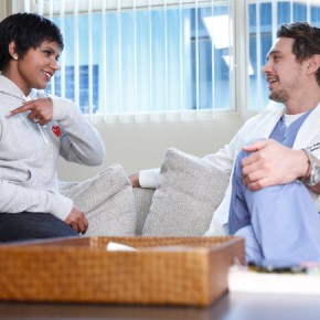"""THE MINDY PROJECT: Mindy (Mindy Kaling, L) discusses her future with Dr. Paul Leotard (guest star James Franco, R) in the """"All My Problems Solved Forever"""" season premiere episode of THE MINDY PROJECT airing Tuesday, Sept. 17 (9:30-10:00 PM ET/PT) on FOX. ©2013 Fox Broadcasting Co. Also pictured Mindy Kaling. Cr: Greg Gayne/FOX"""