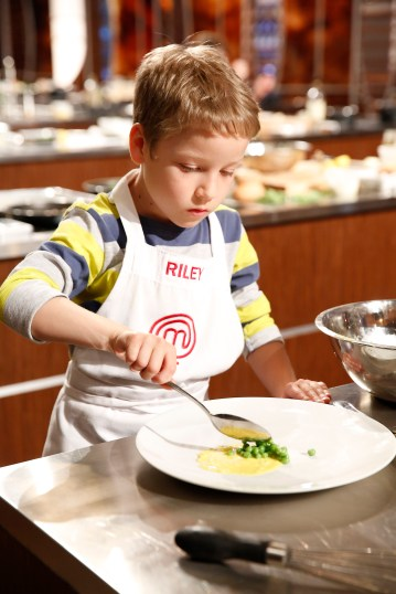 "MASTERCHEF: Contestant Riley in the all-new ""Junior Edition: Family Style"" episode of MASTERCHEF airing Tuesday, Feb. 3 (8:00-9:00 PM ET/PT) on FOX. CR: Greg Gayne / FOX. © 2014 FOX Broadcasting."