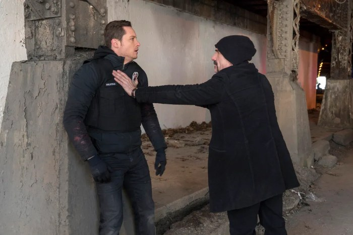 "CHICAGO P.D. -- ""Forty-Caliber Bread Crumb"" Episode 317 -- Pictured: (l-r) Jesse Lee Soffer as Jay Halstead, Elias Koteas as Alvin Olinsky -- (Photo by: Matt Dinerstein/NBC)"