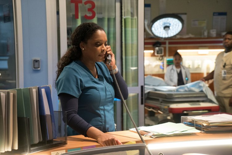 "CHICAGO MED -- ""Hearts"" Episode 114 -- Pictured: Marlyne Barrett as Maggie Lockwood -- (Photo by: Elizabeth Sisson/NBC)"